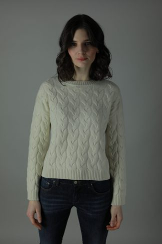 The 100% cashmere Cable-Knit Lana sweater is the luxurious feel you need against your skin this year. Luxuriously woven to give you the perfect look and feel of luxury offered in three different colours with an option of straight edge or scallop edge in our quality cashmere collection. Straight edge and Scalloped edge.